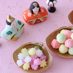 ひな祭りの食べ物、お菓子やはまぐり、桜餅などの和菓子でお祝いしよう