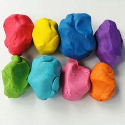 子どもの粘土のおもちゃ。種類や遊び方、注意点など