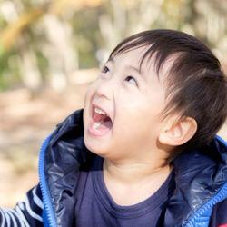 3歳の男の子の外遊び。おもちゃを使った知育遊びや自然遊び