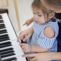 子どもの習い事はいつから始める?おすすめの習い事やかかるお金など、選ぶ際のポイント