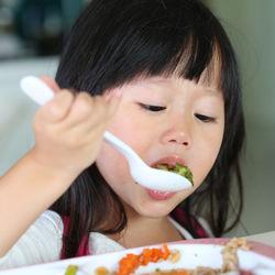 二歳児の食事のしつけ。2歳の子どもへの声がけや工夫など