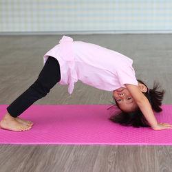 幼児の室内遊び。体育館で体を動かす運動や遊び方