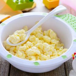 離乳食はいつから?卵の離乳食時期別の進め方とアイディア