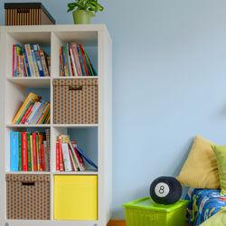 子どもの本棚の収納方法。幼児が本を手に取りやすい本棚にするには