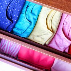 子ども服の収納。キッズアイテムを子ども用の棚に片づけるためには