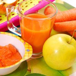 5カ月の赤ちゃんの離乳食の量は?人参などの野菜やりんごの食べさせ方など