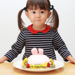 2歳の誕生日を楽しくお祝い!当日の過ごし方やプレゼントを紹介