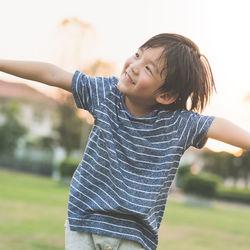 公園や砂場、海、バーベキュー(BBQ)などの外遊び。6歳の子どもに役立つ遊び道具は