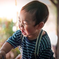 2歳の男の子のおもちゃの選び方。おうち遊びや外遊びで使えるおもちゃ
