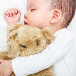新生児の寝かしつけにミルクや授乳、音楽やおしゃぶり。年子の寝かしつけのコツなど