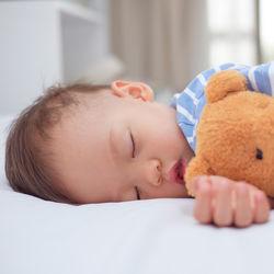 2歳児の寝かしつけ方法。1時間以上かかる場合や保育園で昼寝した日の寝かしつけ方とは