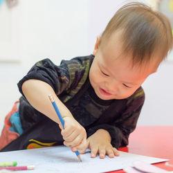 1歳から始めたい習い事とは。月謝など選び方のポイントやママたちの体験談