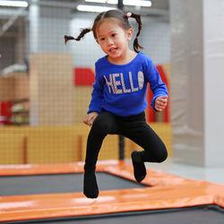 幼児、小学生いつから習う?子どもにおすすめなスポーツ「トランポリン」の習い事
