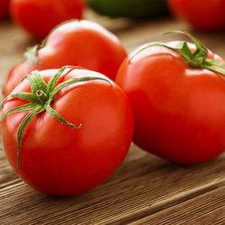 離乳食初期のトマトはどう進める?レシピやブレンダーの活用方法をご紹介