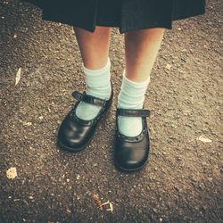 子どものフォーマルシューズの選び方。男の子、女の子別のデザインやお手入れ方法