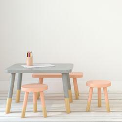 キッズ用のテーブルセットについて。子どもの年齢に合った幼児用テーブルとは