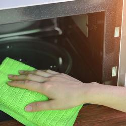 電子レンジの掃除方法。掃除しやすい裏ワザの仕方やチンして簡単楽になるやり方