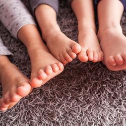 衣替えの機会に。カーペットを簡単に楽に掃除する仕方や裏ワザ、コツ