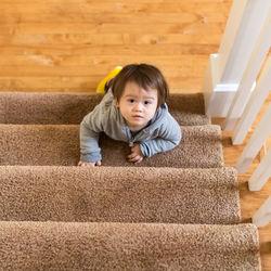 階段のカーペットの掃除方法について。掃除のコツや道具など