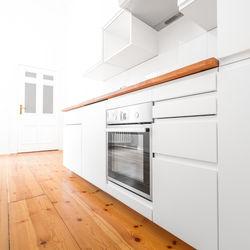 キッチンのフローリング掃除のコツ。掃除するときの注意点や道具など