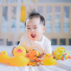 生後7ヶ月の赤ちゃんが楽しめるおもちゃや手作りおもちゃ。遊ばないときの工夫など