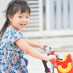 子どもの自転車デビューはいつから?3歳、4歳、5歳で乗る初めての自転車の選び方