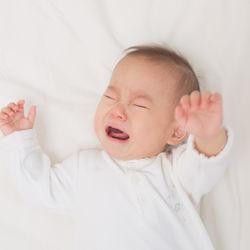 生後10カ月の頃の夜寝ない理由。寝る時間が遅いときの工夫や夜泣きの対処法
