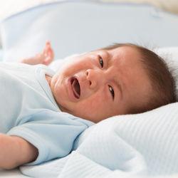 生後7カ月の赤ちゃんの夜泣き。ママたちにきく、夜泣きしないための対策とは
