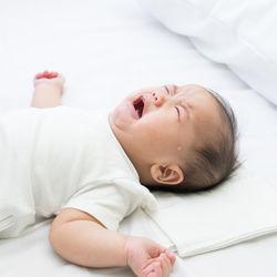 生後6カ月の夜泣きはいつまで?夜間授乳などの夜泣きの理由やおしゃぶりなどを使った対策