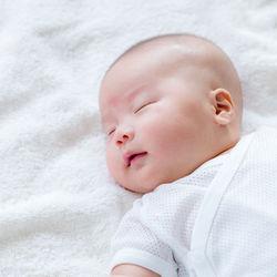 生後3カ月の寝かしつけ方。寝かしつけにかかる時間やコツとは