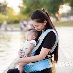 新生児の抱っこ紐はいつから?おすすめやインサートなしやありについて
