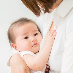 母乳育児中の離乳食。食べないときの対応やいつから離乳食を始めたかなど