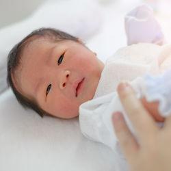 新生児のコンビ肌着について。素材や選び方、何枚必要かなど