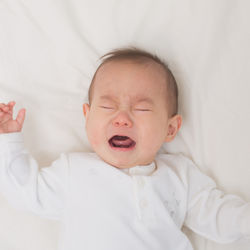 【体験談】生後2カ月の赤ちゃんの夜泣き。夜泣きが始まる原因や対策と対処法