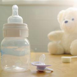 新生児の哺乳瓶おすすめは?サイズやちくびの種類、何本必要かなど