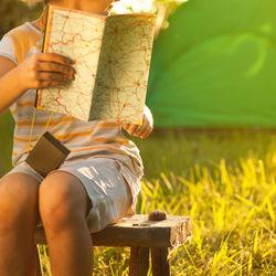 子どものキャンプの服装。選び方のポイントや、夏や秋などの季節別の服装