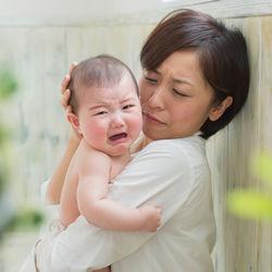 生後3ヶ月のギャン泣きはいつまで?お風呂や寝る前などよく泣く場面とママたちの対処法
