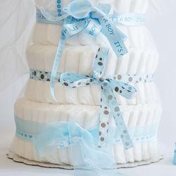 出産祝いの選び方。おむつケーキやよだれかけ、スプーンやベビー食器などママたちがもらって嬉しい物