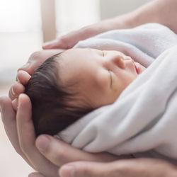 出産でもらえる助成金一覧。社会保険についての会社での手続きや医療費控除など
