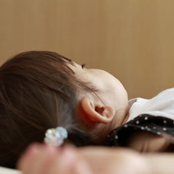 幼児の夜泣きが激しいときの対処法。抱っこをしてもよいのかや昼寝とのバランス