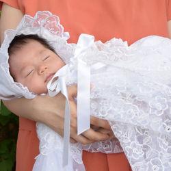 新生児の女の子にかわいいベビー服。女の子に合うフォーマルなベビー服とは