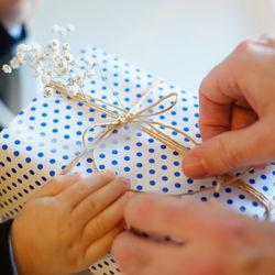 出産内祝いの選び方。もらって嬉しいものや対象別の喜ばれる品、内祝いをどこで購入するかなど
