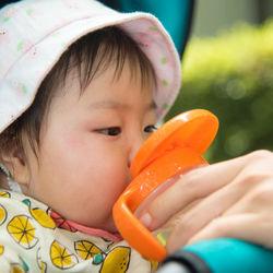生後11ヶ月の赤ちゃんとの外出。真夏など外出に持参するグッズや離乳食について