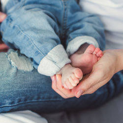 生後8ヶ月の赤ちゃんは毎日外出しない?外出時の離乳食や外出時間の注意点