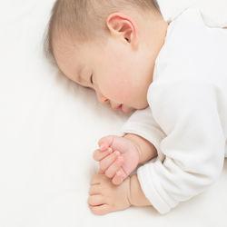 生後3カ月の寝返りはする?しない?寝返りの練習や寝返りの防止方法
