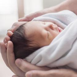 出生届提出後マイナンバーはいつわかる?赤ちゃんのマイナンバーカードの申請方法