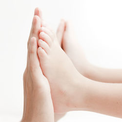 【皮膚科医監修】水いぼはうつる?かゆい?水いぼの症状や感染、治療に使う薬について
