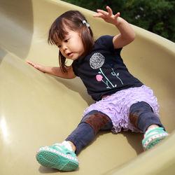 2歳半の子どもが喜ぶ遊び。体を動かす外遊びや道具を使って楽しむ室内遊び