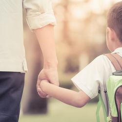 子どもが幼稚園に行きたくないと言うとき。入園時や年中、年長で嫌がる理由や対処法