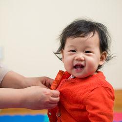 0歳児の女の子の赤ちゃん向け。4月の保育園の服装や春夏秋の上着について
